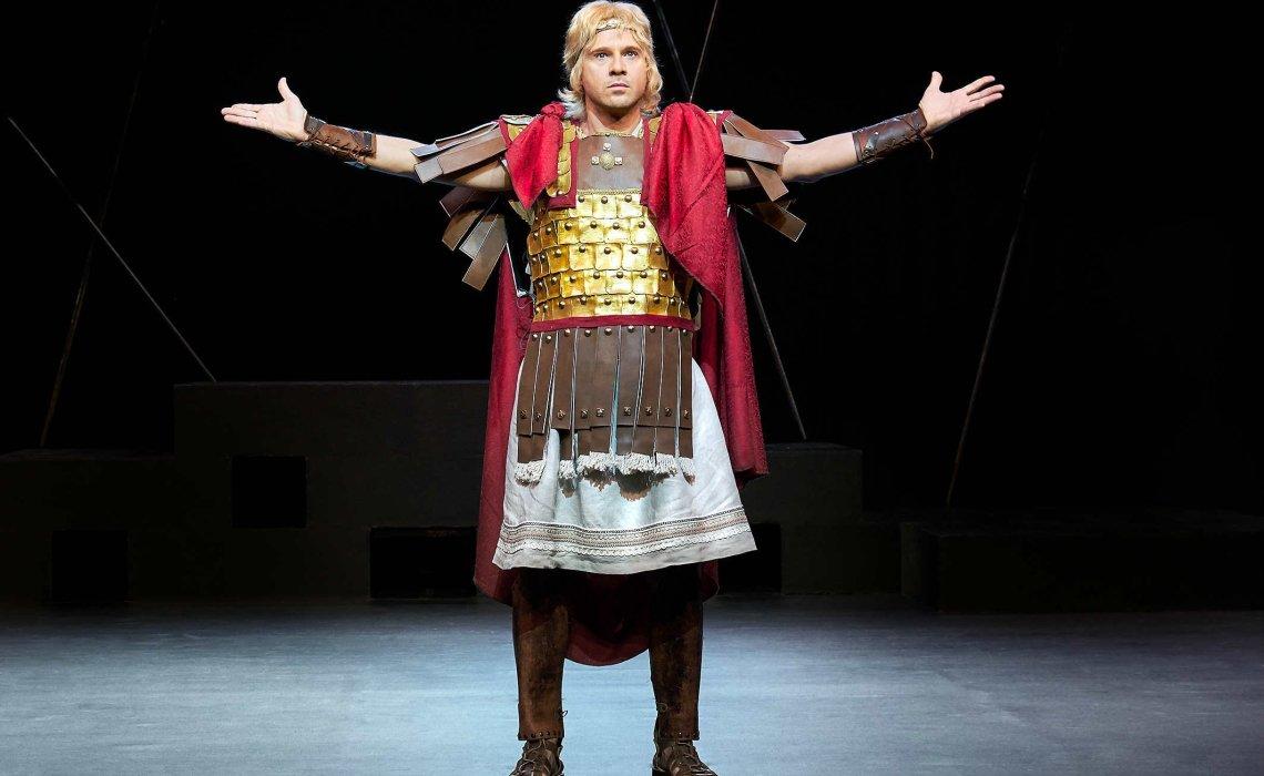 Μέγας Αλέξανδρος: Η επιτυχημένη θεατρική παράσταση συνεχίζεται στο «ΘΕΑΤΡΟΝ»