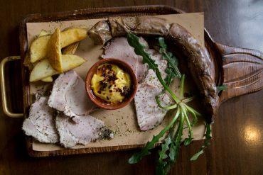 Κατσούρμπος: Στο Παγκράτι για γνήσια κρητική κουζίνα - iTravelling