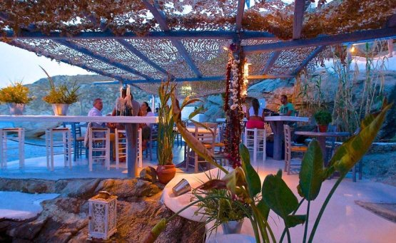 Ένα ελληνικό στα 5 καλύτερα beach bar του κόσμου - iTravelling