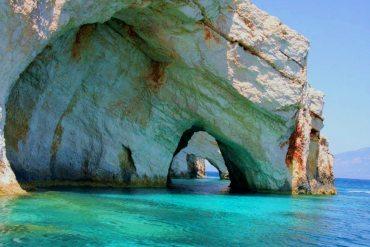 Η ομορφιά της Ελλάδας σε 9 θαλάσσιες σπηλιές - iTravelling