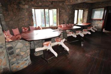Moonhole: Ένα ξενοδοχείο κρεμασμένο πάνω από τη θάλασσα - iTravelling