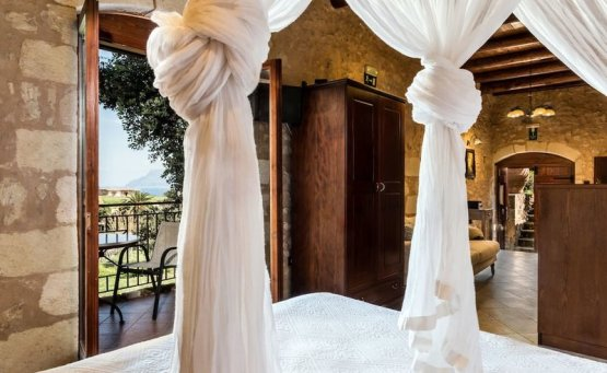 Το κορυφαίο κατάλυμα της Airbnb είναι μια ελληνική σπηλιά - iTravelling