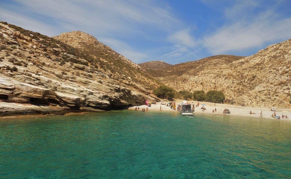 Λιβαδάκι: Μια εξωτική παραλία στη Φολέγανδρο - iTravelling