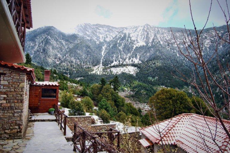 On the Road || Ορεινή Ναυπακτία: Ζεστοί ξενώνες στη φύση με άρωμα κάστανου - itravelling.gr