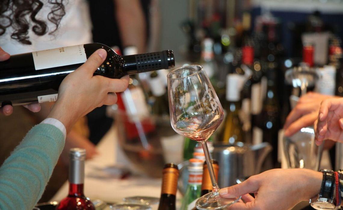 Ραντεβού στο Ελληνικό Μουσείο Αυτοκινήτου για το Peloponnese Wine Festival - itravelling.gr
