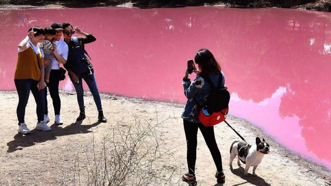 Η πιο girly ροζ λίμνη του κόσμου βρίσκεται στην Αυστραλία - itravelling.gr