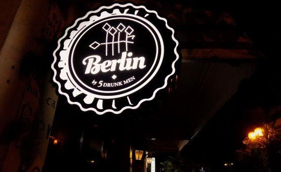 Berlin by 5 drunk men: Η μπυραρία που θα γίνει το δεύτερο σπίτι σου! - itravelling.gr