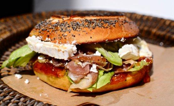 Amandine's Bagels: Ταξιδεύουμε στις γεύσεις του κόσμου με ένα bagel! - itravelling.gr