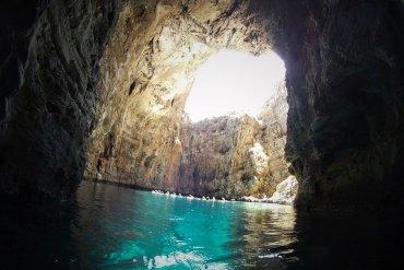 Μωβ σπήλαιο: Ένα μοναδικό υποβρύχιο σπήλαιο στην Εύβοια! - itravelling.gr