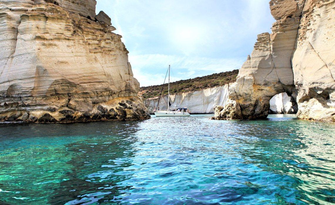 10+1 παραλίες στη Μήλο για να παρατείνεις τις διακοπές σου - itravelling.gr