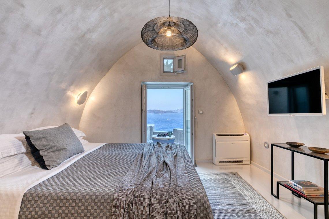 The Marble Sun Villa: Η υπόσκαφη βίλα που όλοι θα θέλαμε στην Οία! - itravelling.gr