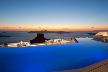 Δείπνο με θεά στα Ηφαίστεια στο Santoro Restaurant στη Σαντορίνη - itravelling.gr