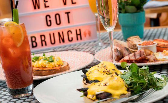 Βρήκαμε τι δεν πρέπει να παραγγείλεις στο brunch με φίλους! - itravelling.gr