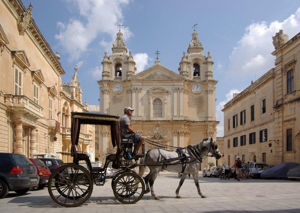Fashion & Travel || Τι να φορέσεις στη Μάλτα το φθινόπωρο - itravelling.gr