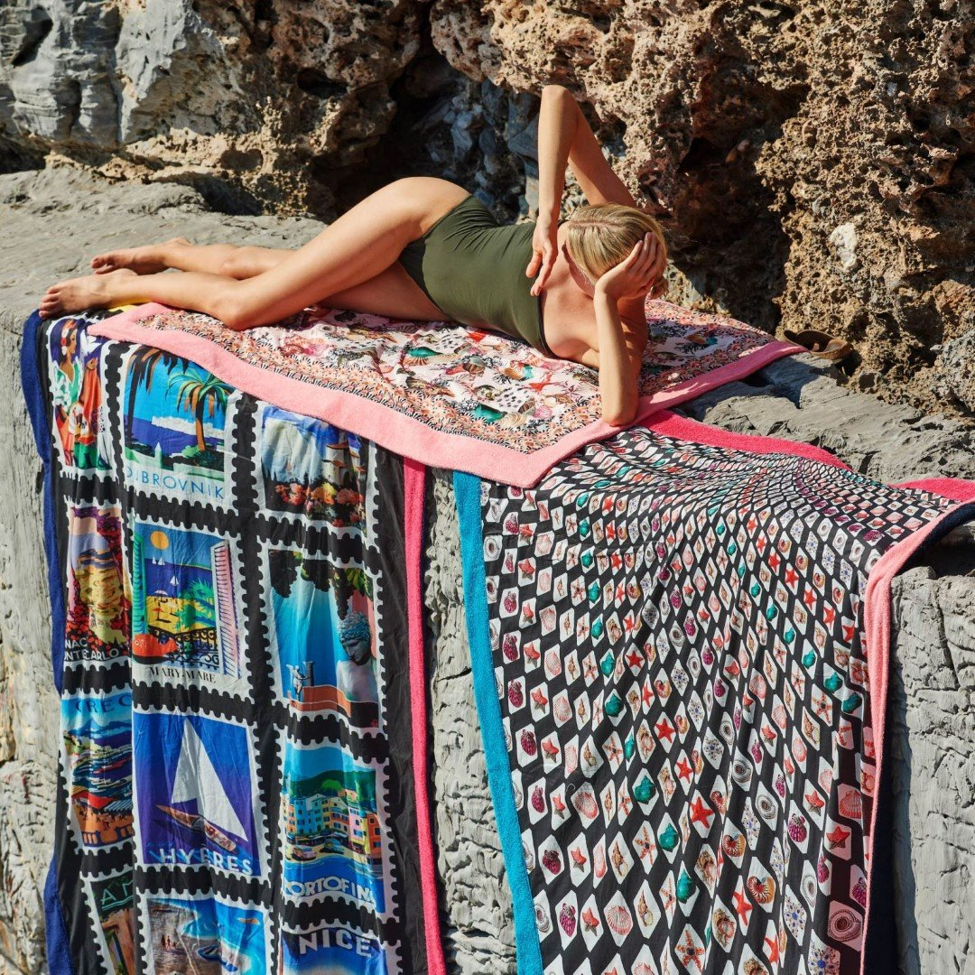 Mary Katrantzou X Sun of a Beach: Στιλάτες στιγμές στην παραλία με υπογραφή - itravelling.gr