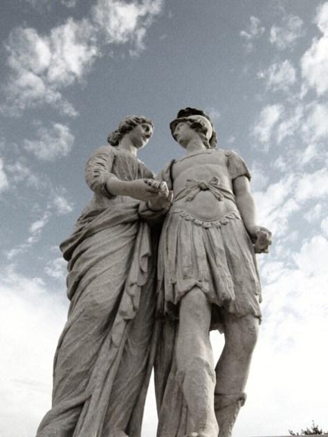 statues_in_love_by_khan9-d3bfnag.jpg
