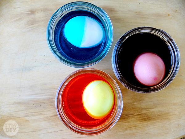 I Try DIY | Mikko Tries to Dip Dye Easter Eggs