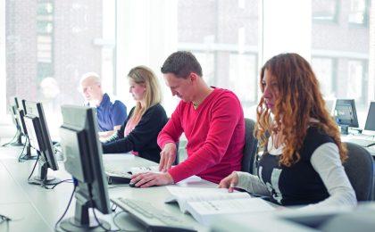 Jugendliche und Erwachsene können sich im neuen Ausbildungsberuf für den boomenden Onlinehandel ausbilden beziehungsweise umschulen lassen.