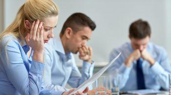 Zwei Drittel aller Migränepatienten sind Frauen: Im akuten Anfall fällt es ihnen schwer, bei der Arbeit konzentriert zu bleiben.