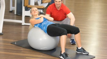 Wer sich fit halten will, erwartet eine optimale Trainingsbetreuung. Das nötige Fachwissen kann beispielsweise bei einem dualen Studium erworben werden.