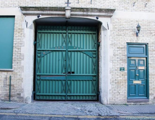 cambridge,green door