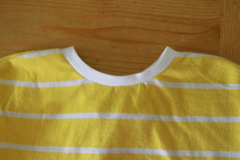finished neckline with white binding