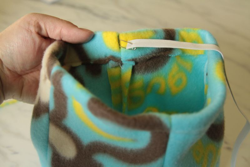 Using safety pin to thread elastic into waistband