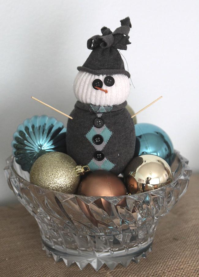 easy kids' Christmas craft - sock snowmen