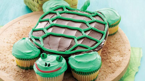 Cupcake cake decorated to look like a turtle