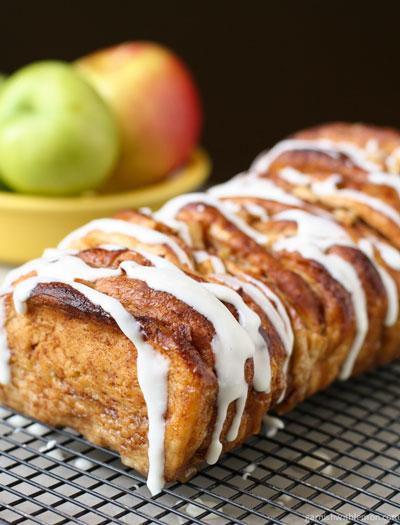 apple cinnamon roll with glaze
