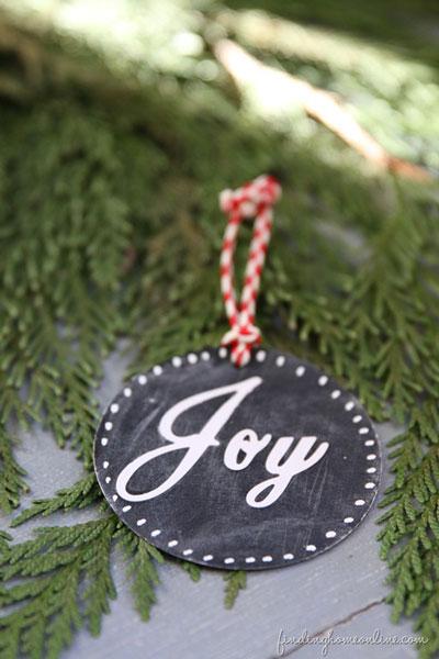 DIY Christmas ornament chalkboard circle that says Joy