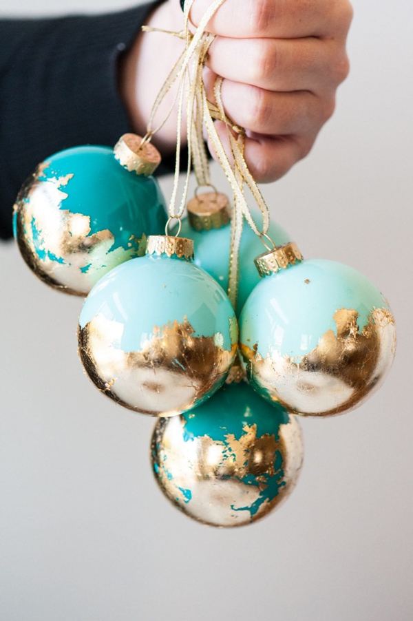 35 gorgeous DIY Christmas ornaments you can make at home!