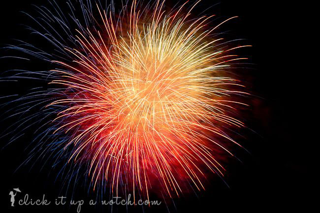how-to-take-fireworks-photos-beginner-tips-photography-great-4th-july-sparklers-2