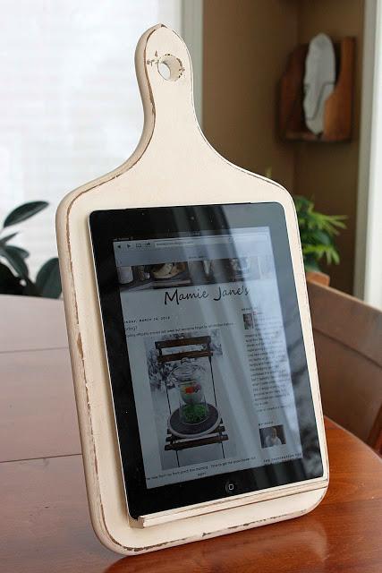 DIY Christmas gift idea: An iPad on a DIY stand
