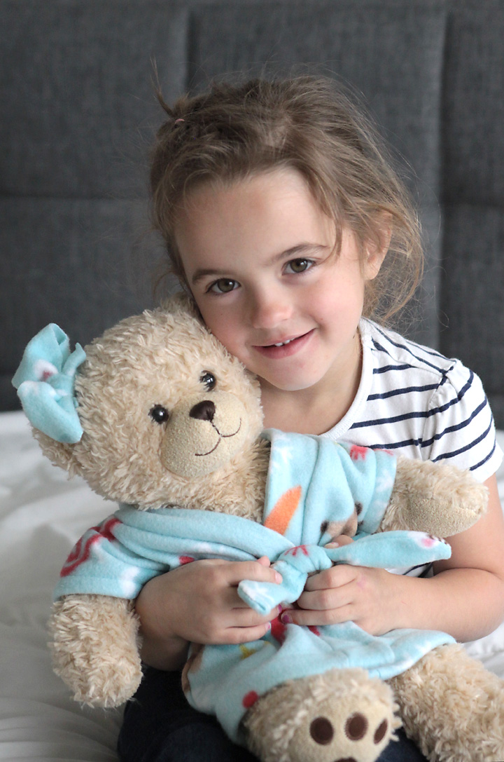 This is adorable! I'm going to make some for Christmas. Free stuffed animal or teddy bear robe pattern and easy to follow sewing tutorial. How to make a DIY robe for a toy.