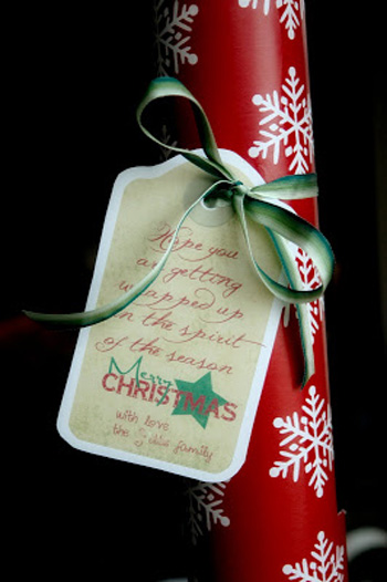 Wrapping paper neighbor gift with printable tag