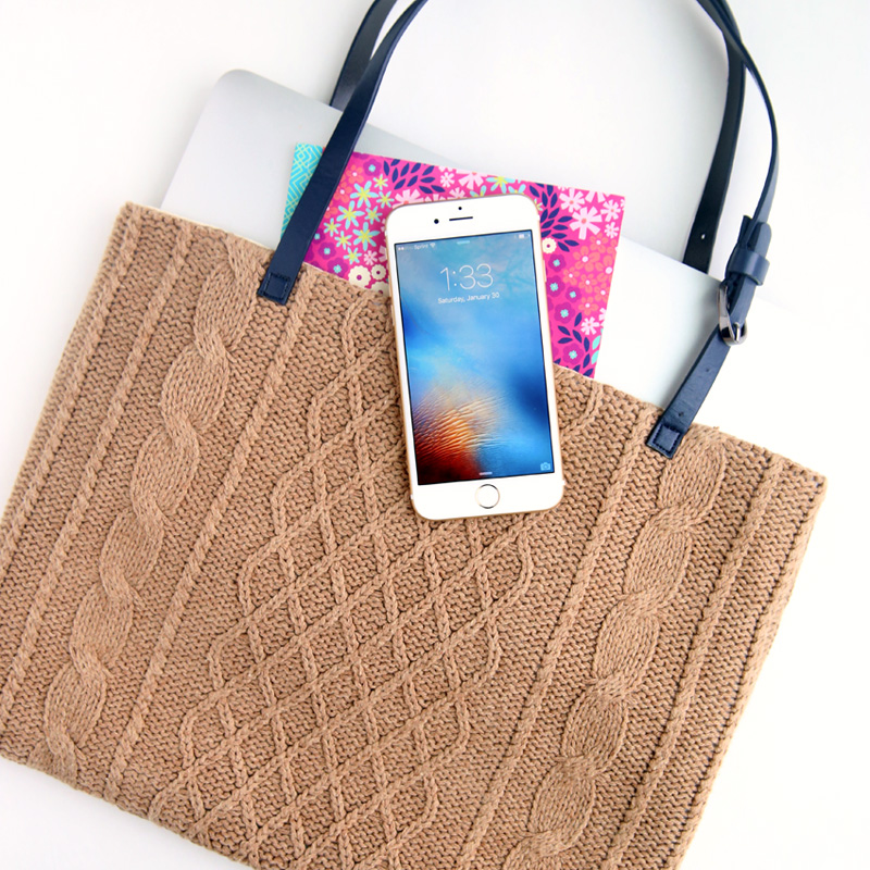 DIY sweater laptop tote {easy sewing tutorial}