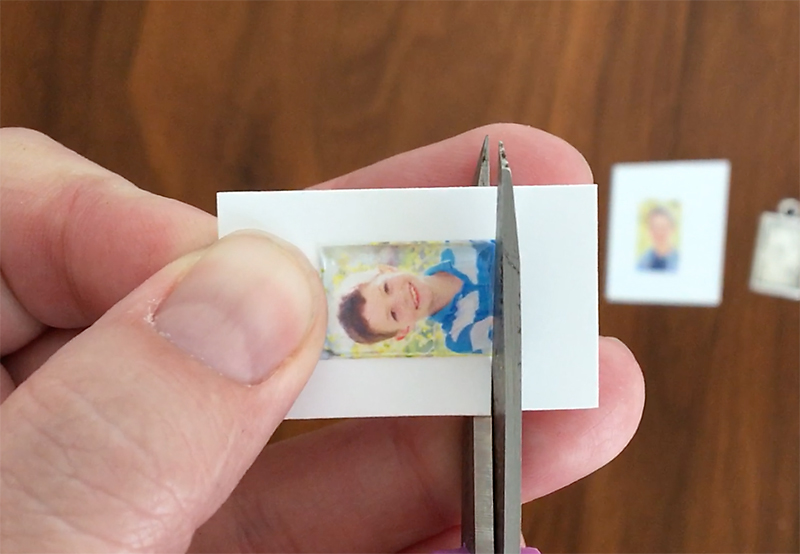 Cutting out tiny photo