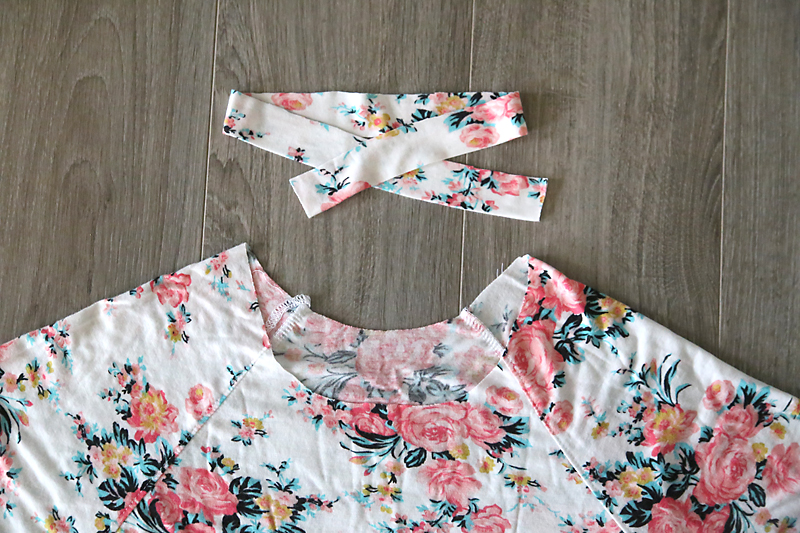 The neckline of the swing dress and the neckbinding piece