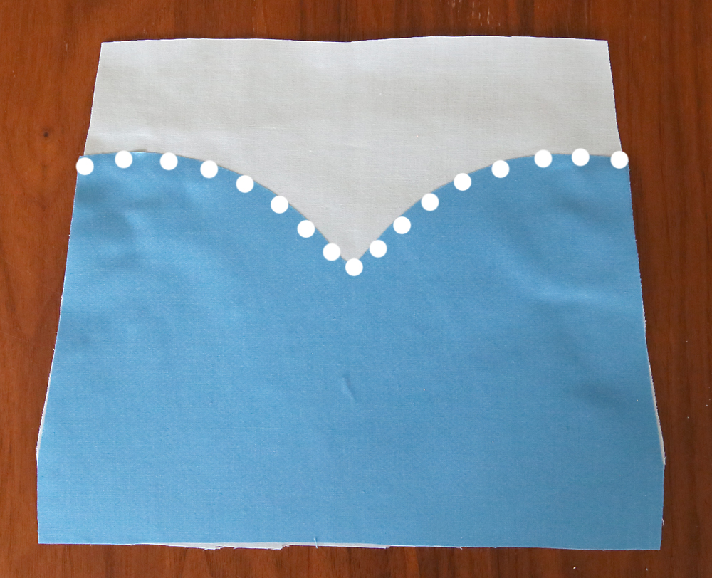 So cute! This easy to sew Elsa princess dress up apron would be the perfect handmade gift for a little girl. Free PDF sewing pattern plus lots of other princess dress up aprons.