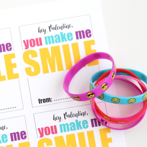 Emoji bracelets and printable Valentine's day cards