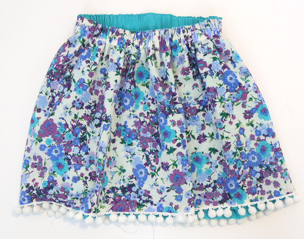 Reversible skirt with elastic gathering up the waistline