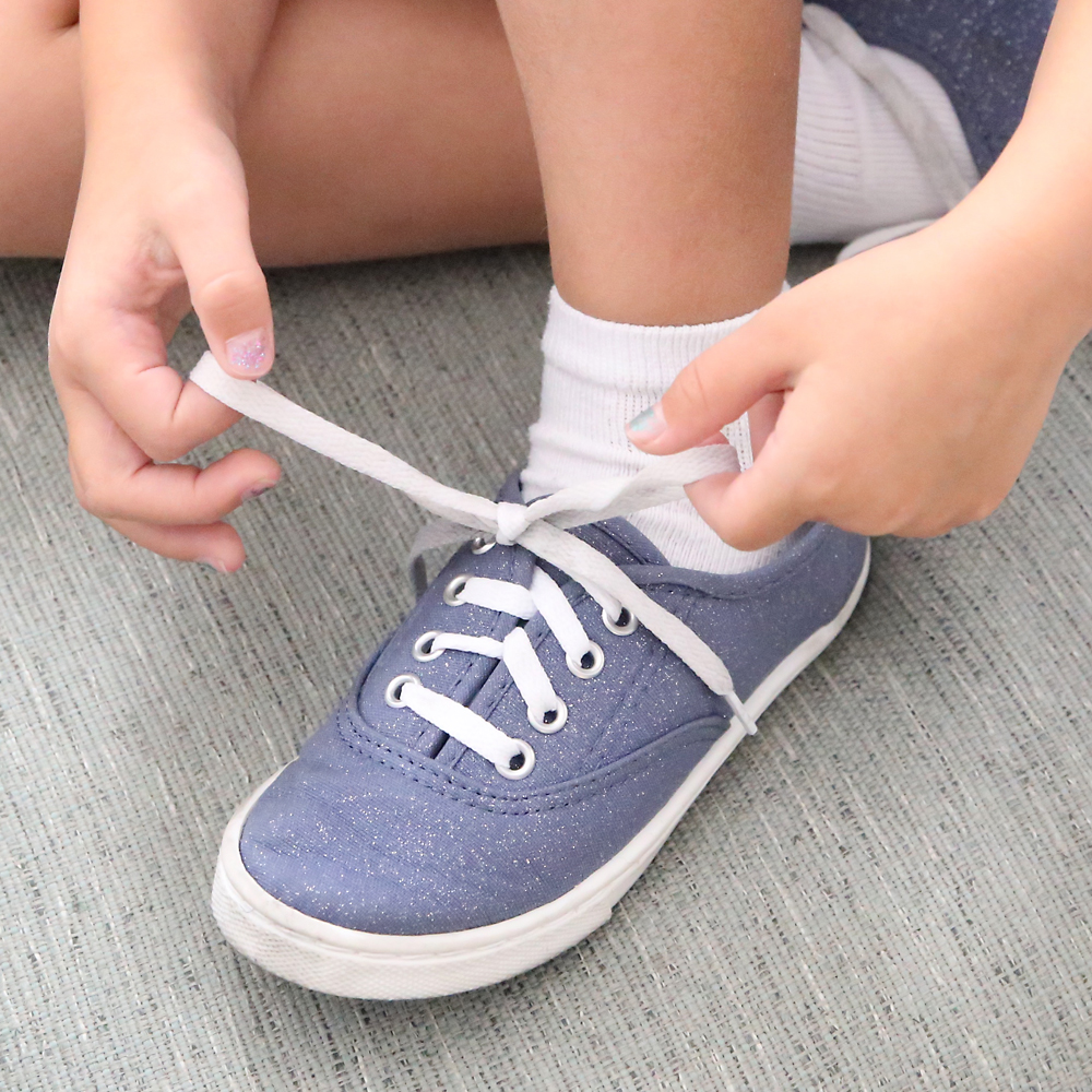 The FAST + EASY WAY to tie your shoes