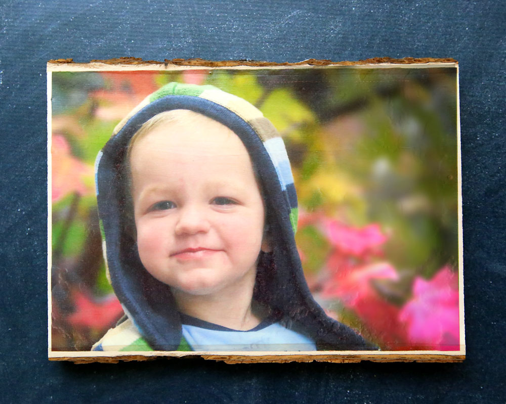 This is the absolute easiest way to transfer a photo to wood! No messy glue and it only takes a few minutes. Easy wood photo transfer tutorial.