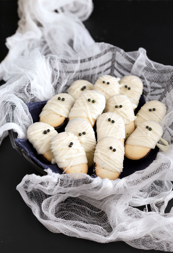 Fun and easy Halloween cookie recipes. Easy Halloween treats to make with kids.