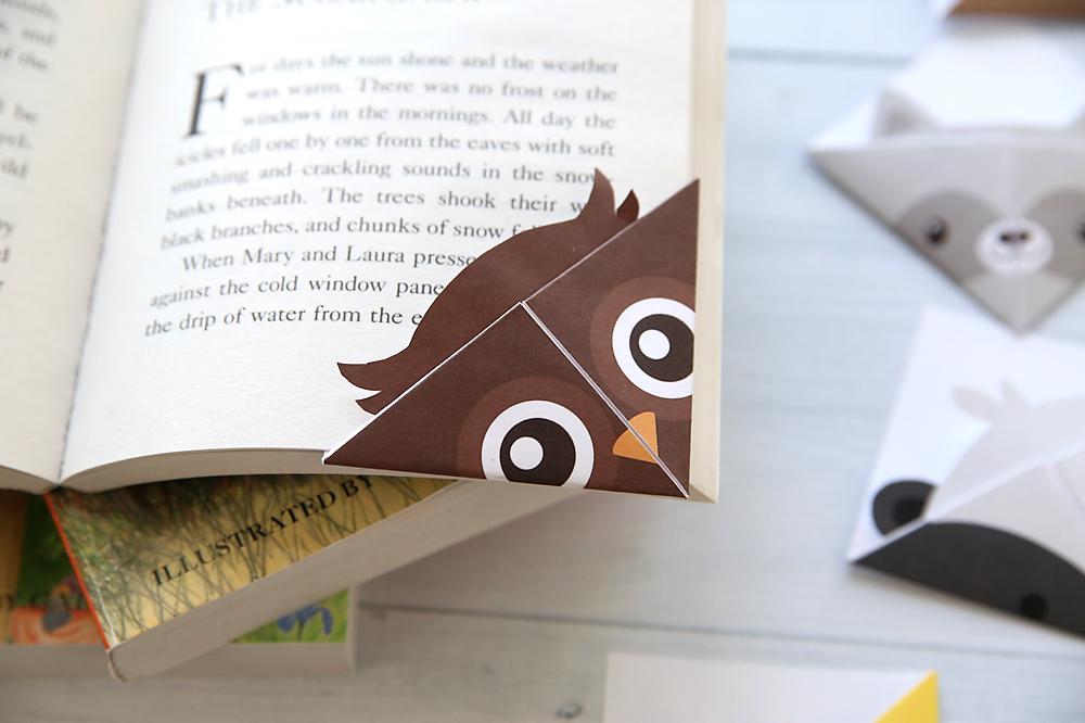 Folded corner bookmark (owl)