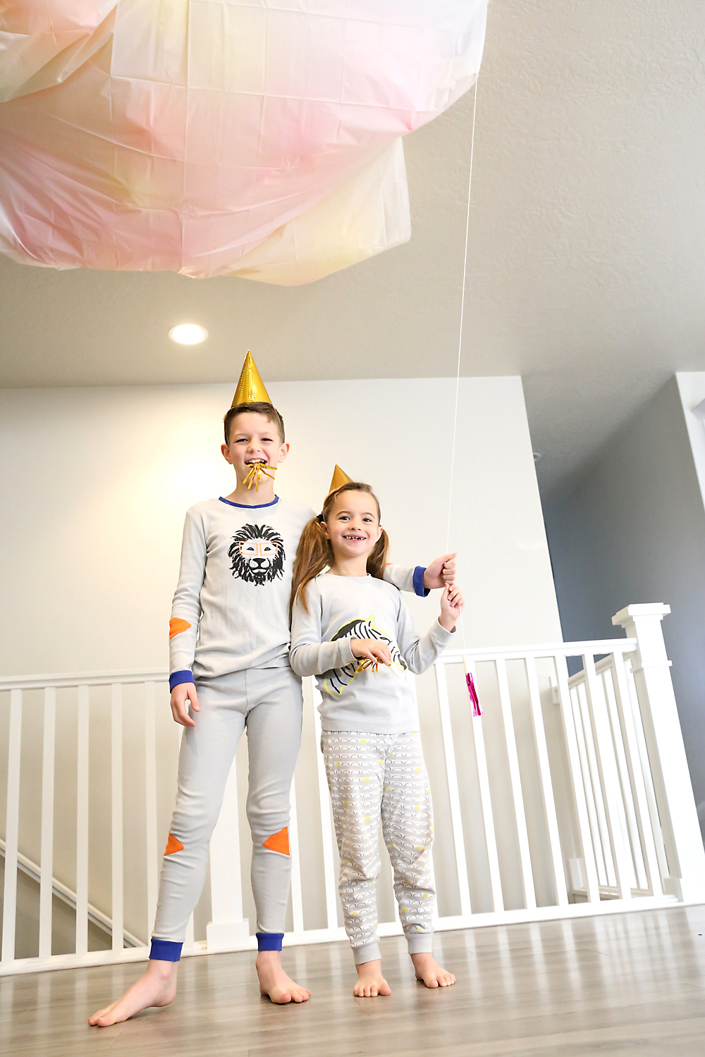 Kids ready to pull the string on the New Year\'s Eve balloon drop
