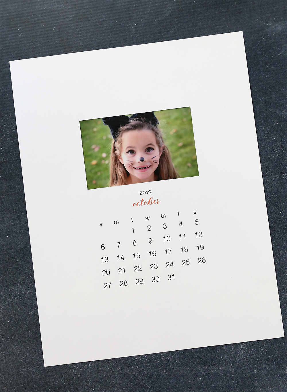 Make a gorgeous personalized calendar with these free printable pages for 2019. Easy, inexpensive handmade gift! DIY photo calendar.