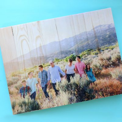 DIY photo pallet {mod podge photo transfer to wood}
