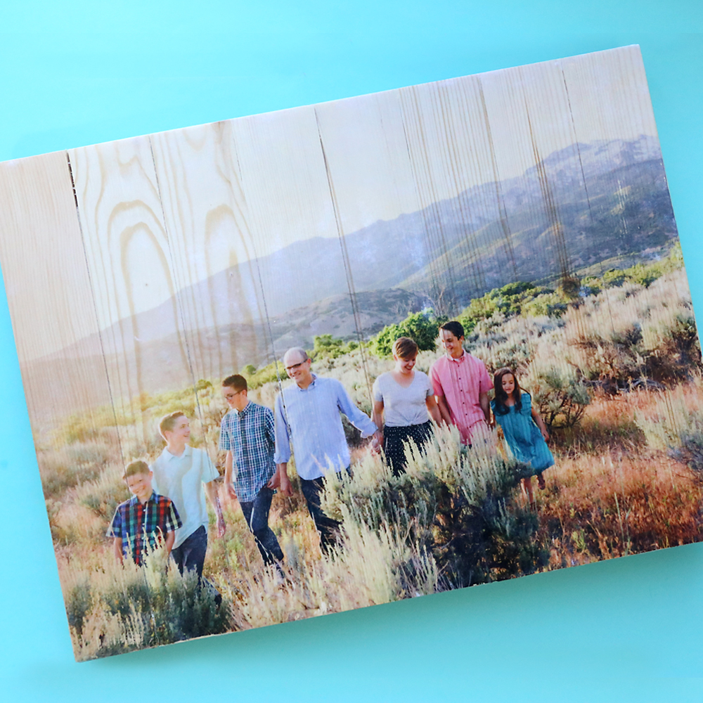 This is the easiest way to transfer a photo to wood! Use mod podge to create a DIY photo pallet.